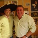 Quini, con un sombrero Mexicano, junto a Gaspar.
