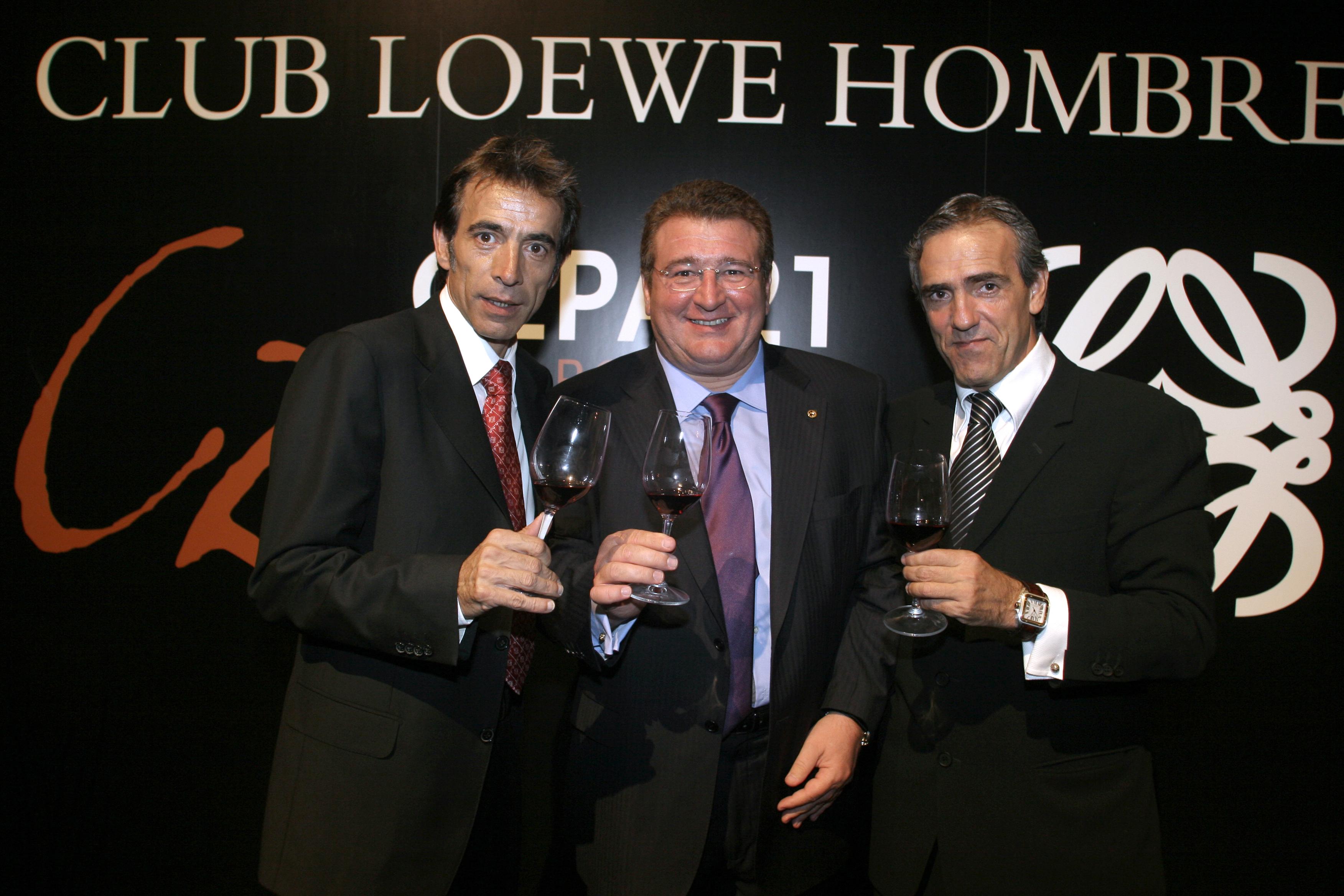 En la presentación del vino Cepa 21, con sus amigos Imanol Arias y José Moro.