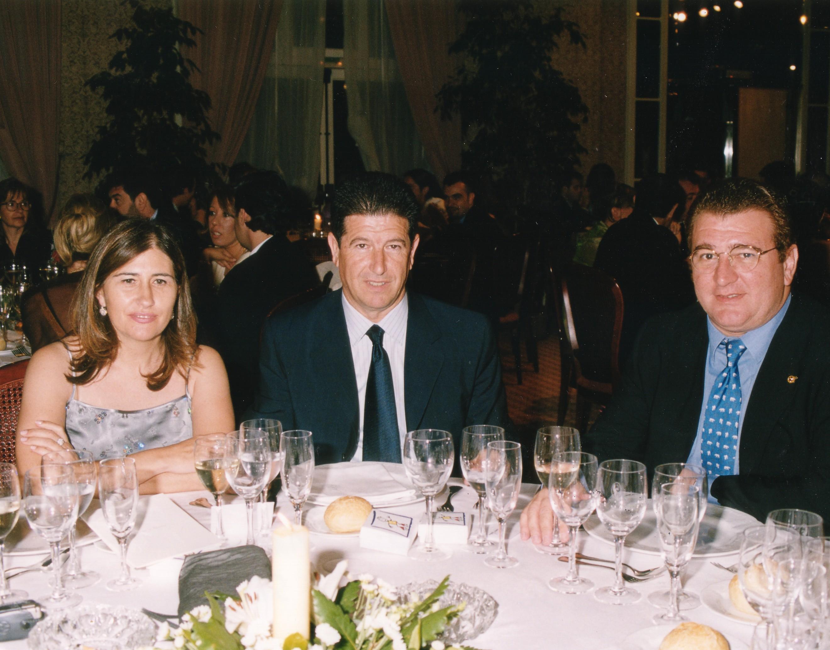 Con Jaime Ortí, presidente del Valencia y su esposa en la boda de Marisa y Nacho Cotino, compañero y amigo.