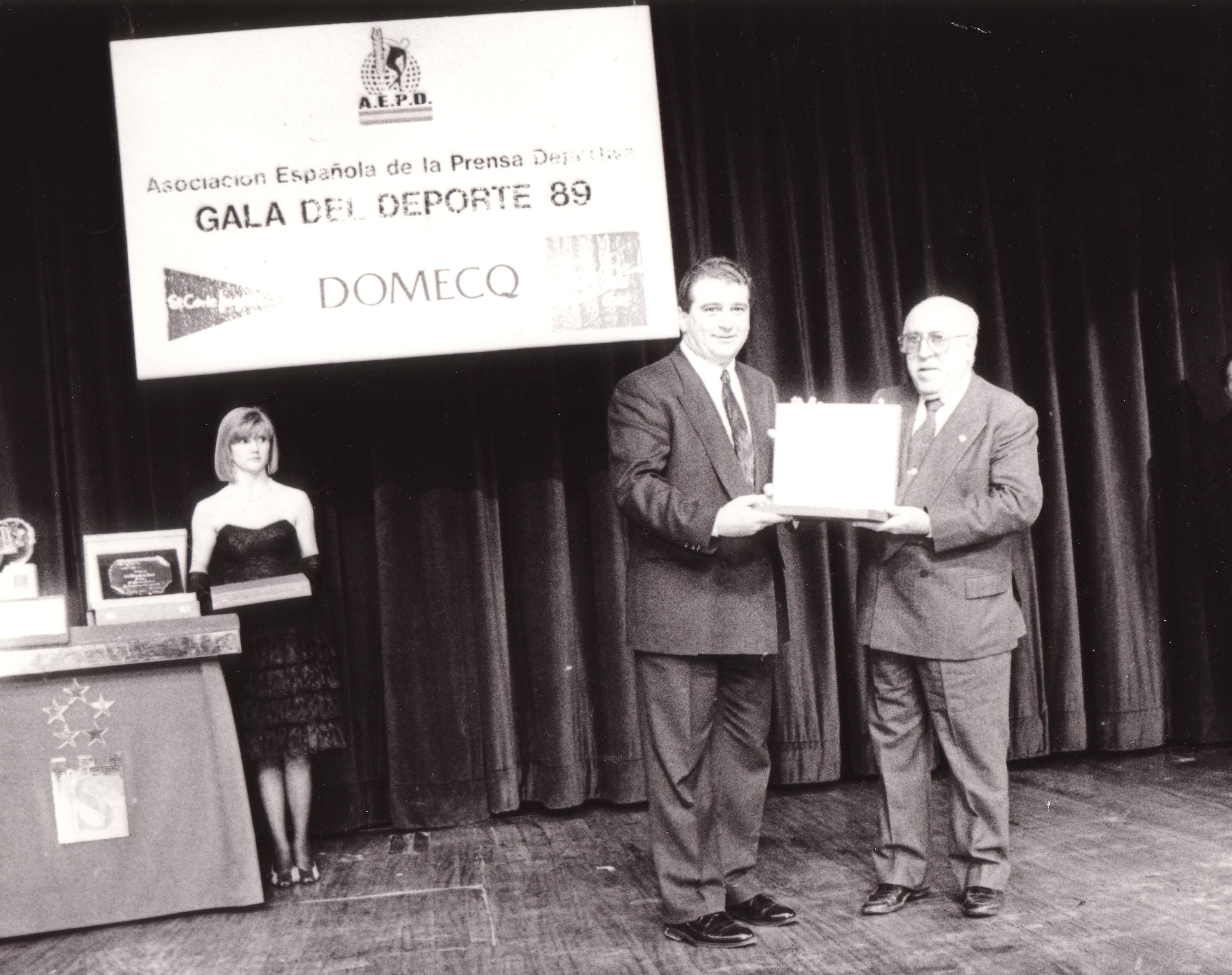 Con Fernando Utande recogiando el premio de la Asociación Española de la Prensa deportiva para Antena 3 Radio.