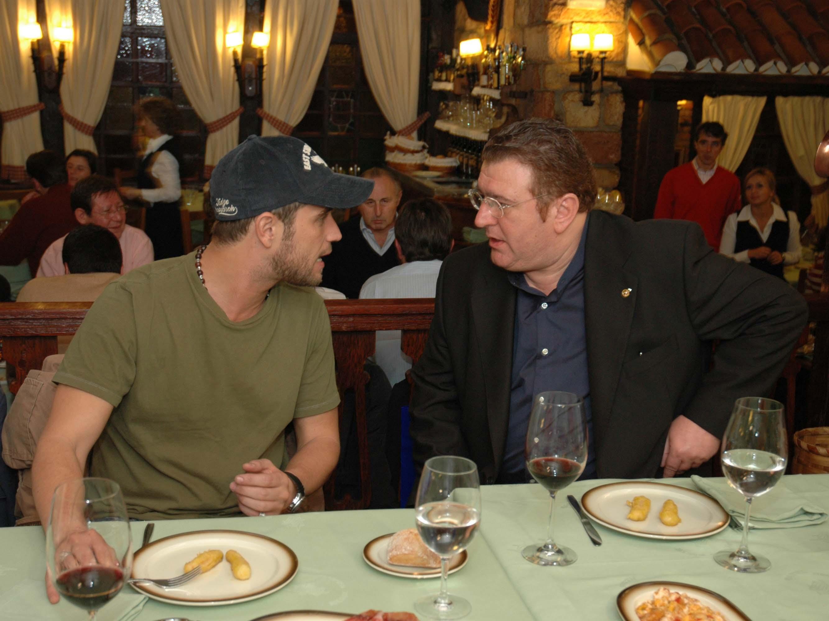 Cenando en el Txistu con Michael Brown.