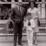 Con mis padres, el día de mi Primera Comunión en la Iglesia de San Lorenzo ,de Gijón, 27 de mayo de 1965