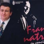 """Junto al cartel de Frank Sinatra, Radio Voz usó """"la Voz vuelve a la radio""""."""