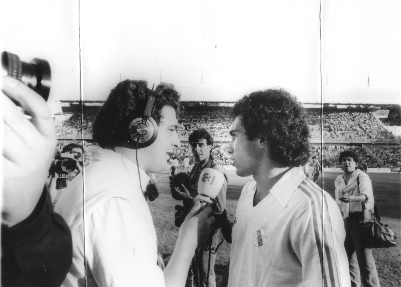 Gaspar en agosto de 1985 entrevistando a Hugo Sanchez en su debut con el Real Madrid en Riazor en un trofeo Teresa Herrera para A3 Radio.
