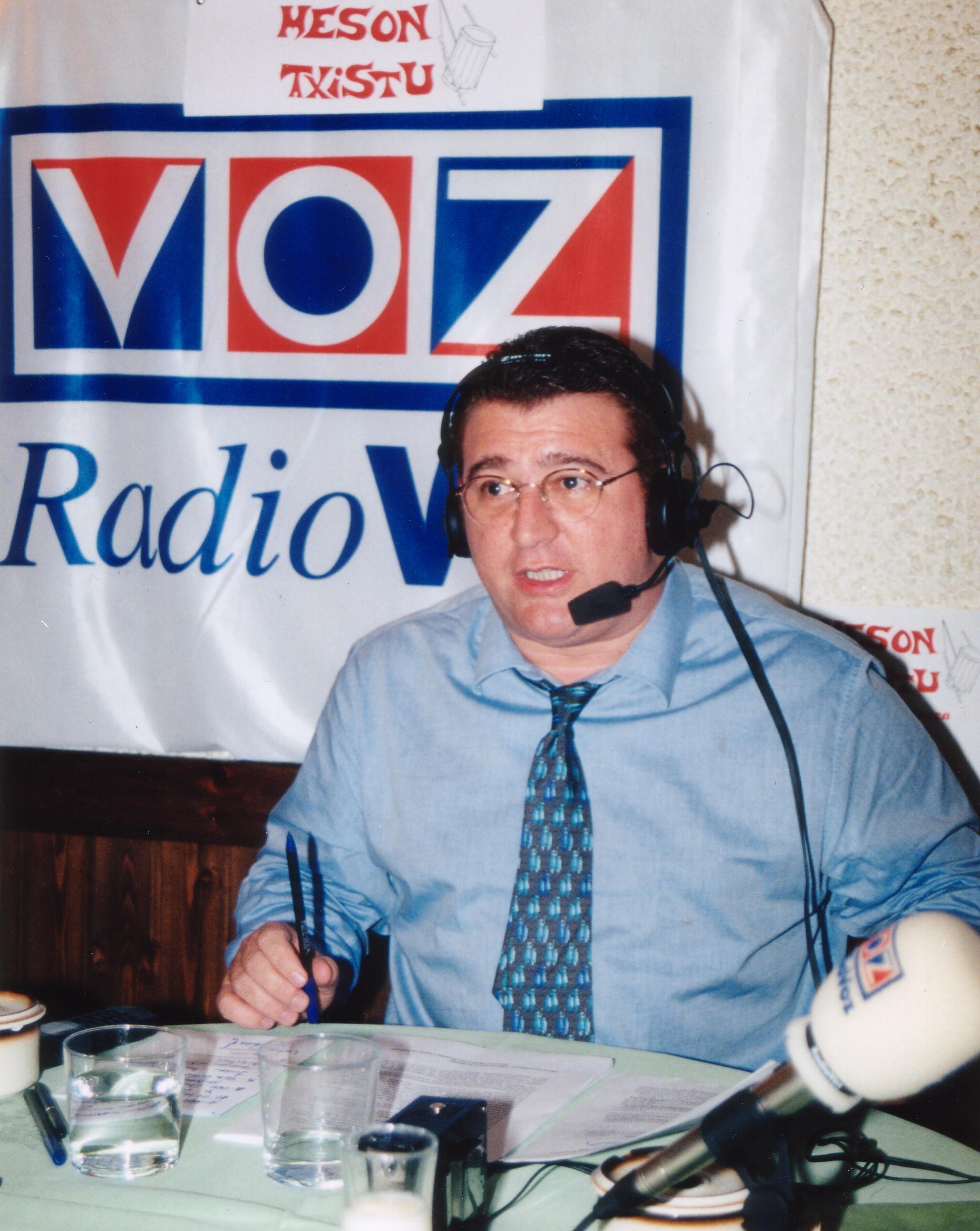 """Durante un programa de """"Juego Limpio"""" en Radio Voz."""