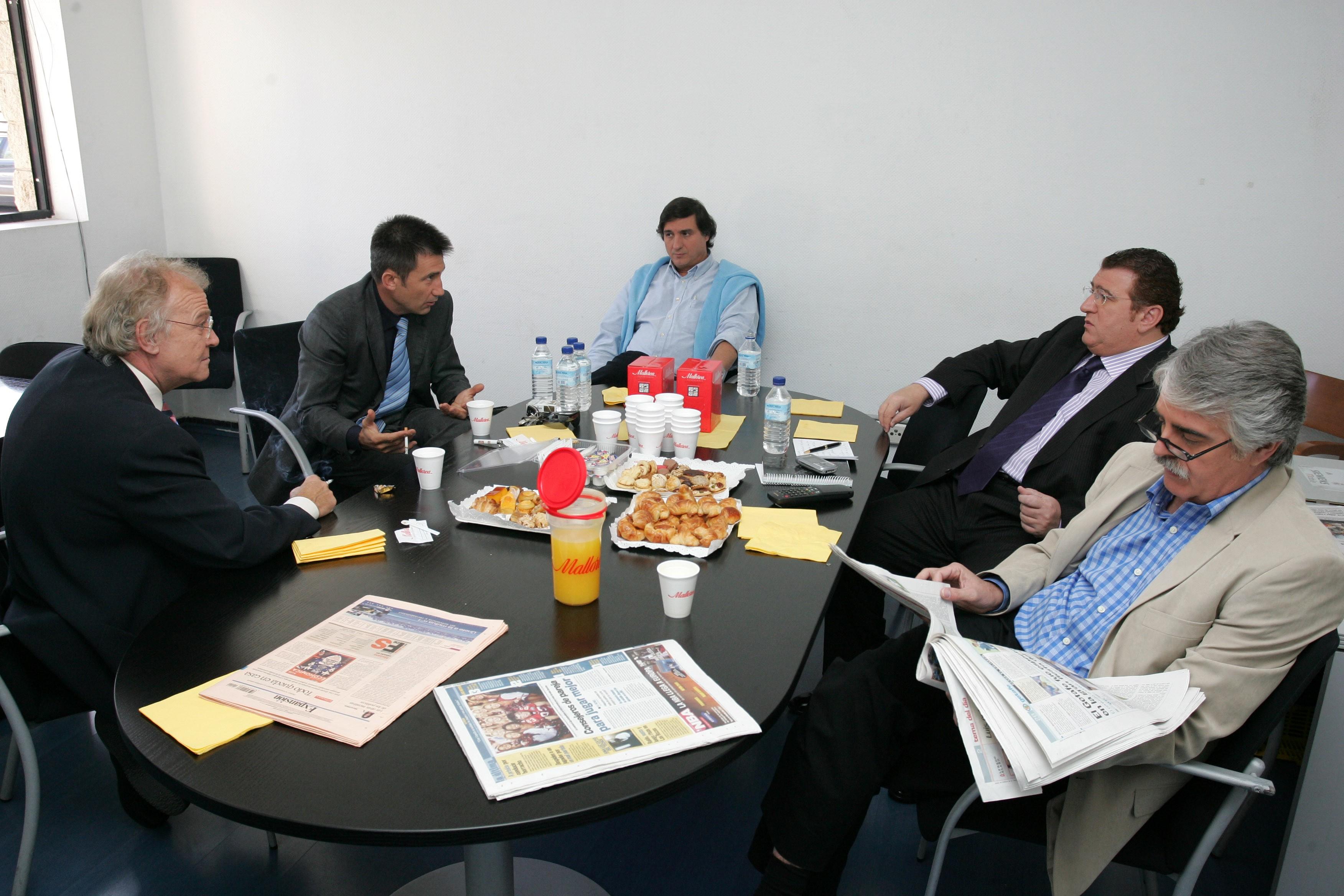 Conversando con Juan Manuel Gozalo, Carlos Martínez, Sopeña y Siro López.
