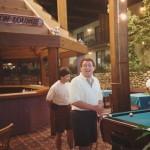 Jugando al billar en Bloomingdale, Illinois, durante la concentración de España en 1994.