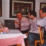 Con Aurelio Gutierrez y Antonio Domingo Muñoz trabajando en la web.