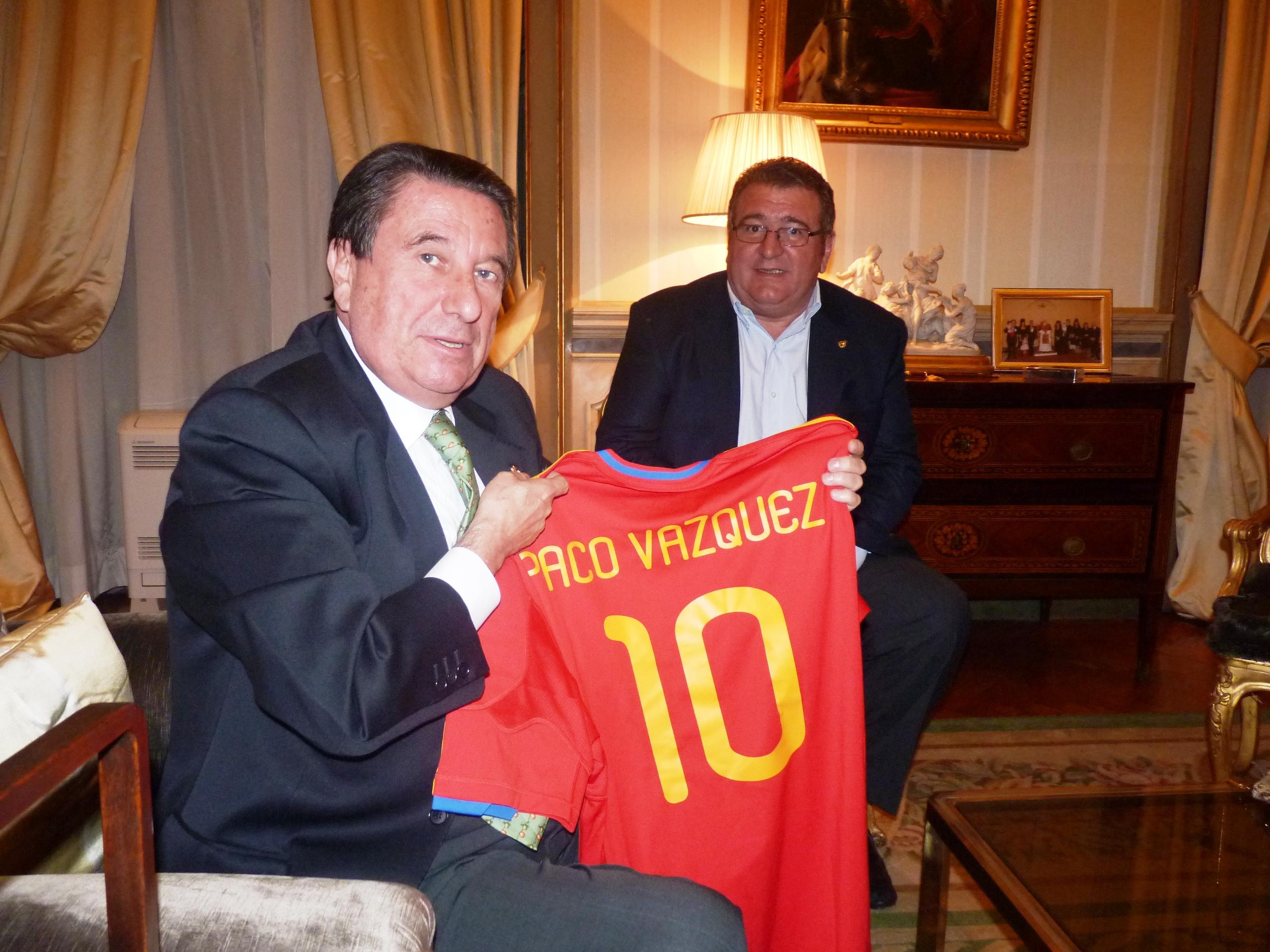 Con Francisco Vázquez, embajador de España ante la Santa Sede, en Roma.