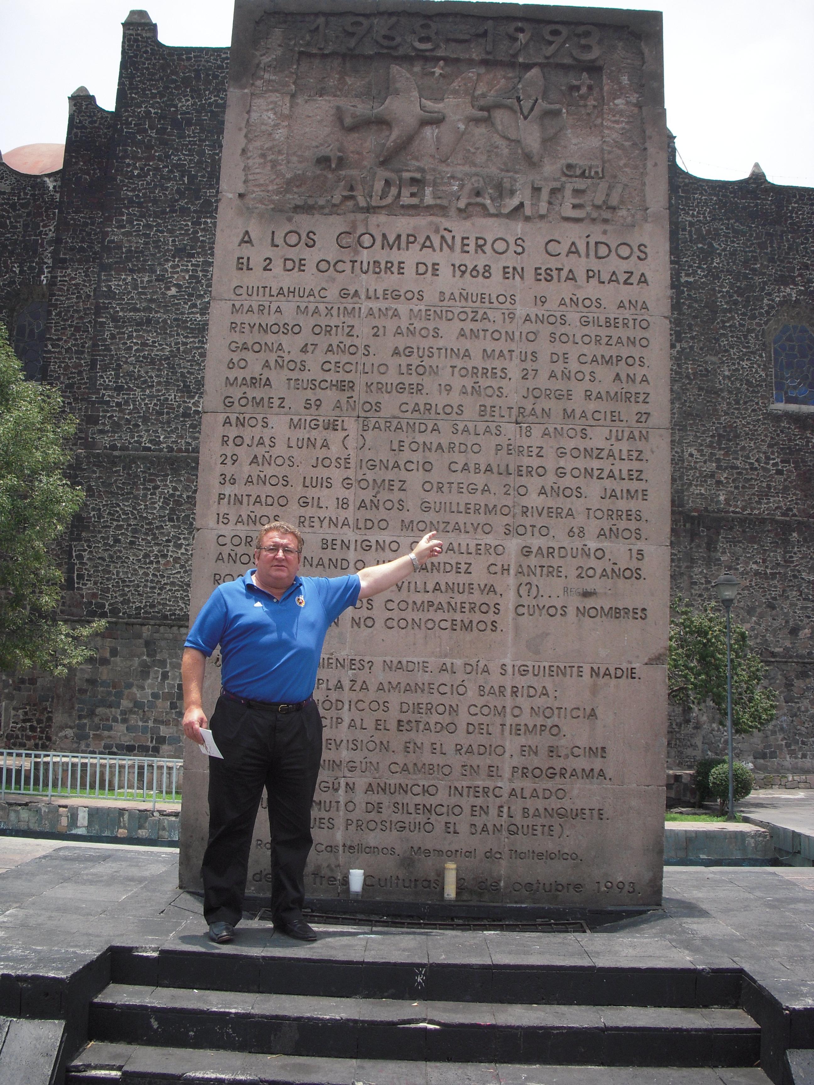 En la Plaza de las Tres Culturas, México.