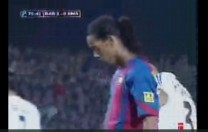 Gol de Ronaldinho. Partido de Liga. Barcelona – Real Madrid