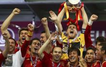 España convierte el fútbol en arte y se adueña de la Historia.