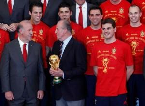 Vicente-Bosque-Rey-Juan-Carlos-Iker-Casillas-durante-recepcion